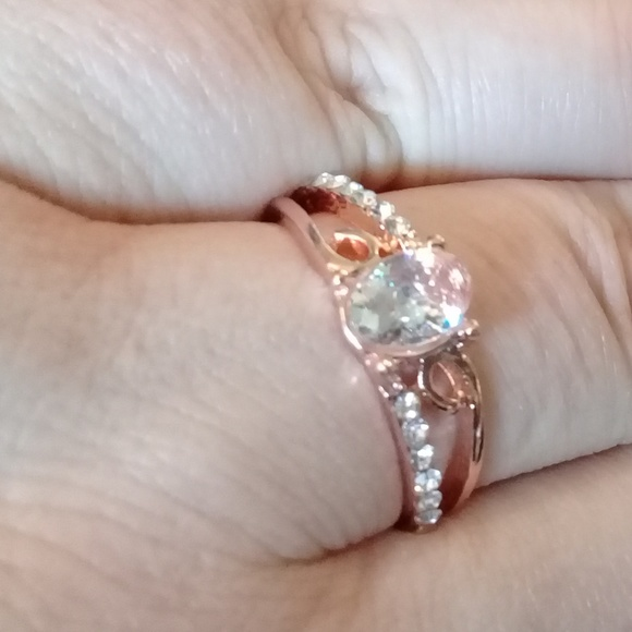 Jewelry - Rose gold ring with cubic zarconia size 6,7,8
